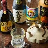 離島で醸す古酒や希少銘柄など、蔵元直送の泡盛10以上をご用意