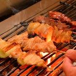 【炭火串焼き】 備長炭でじっくり焼き上げた串焼きは必食!