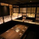 【掘りごたつ個室】宴会・飲み会から接待まで!黒×ゴールドのラグジュアリーな雰囲気