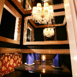 ◆額縁のゴンドラ◆シャンデリアと鏡に囲まれた4名様用半個室★