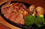 しっかり肉のリブロースステーキ