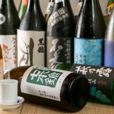 全国の地酒を約20種類ラインナップ