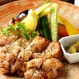コース料理の錦爽鶏の黒こしょう焼き