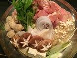 コース料理のちゃんこ鍋 魚、鶏肉、豚肉、団子、、、などなど定番の鍋です。