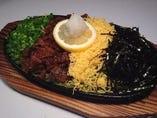茶そば鉄板 680円 山口名物瓦そばを鉄板でしあげてます。ぜひ山口の郷土料理をご賞味ください。