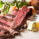 噛むほどに染み出す肉の旨味を存分にお楽しみいただける「牛のカットステーキ」