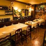 2階の4〜6名様テーブル席はお誘い合わせのご宴会などに最適