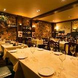 欧風レストランの雰囲気溢れる2階フロアは20〜40名様でフロア貸切可能!