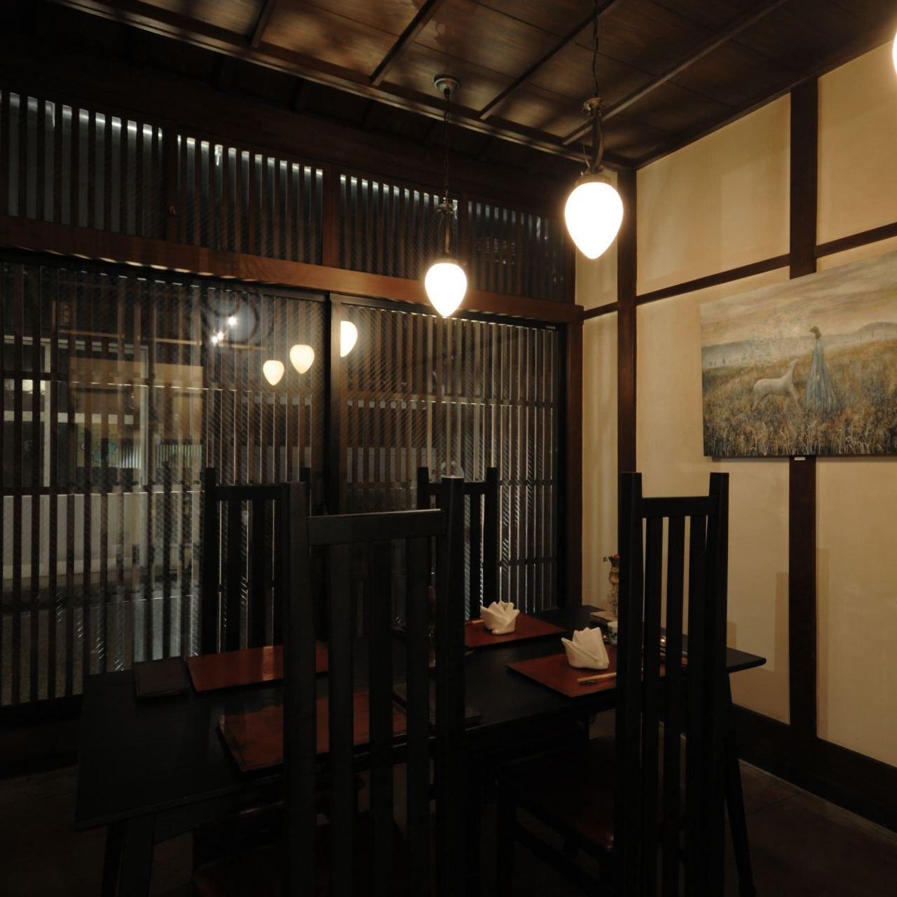 金澤町家ならではの趣のある店内
