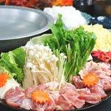 『鶏の水炊き鍋』 自慢の出汁が決め手!寒い冬の鍋は別格です♪(二人前から承ります)