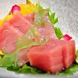 『鮮魚お造り三種盛り・五種盛り』自慢の鮮魚を料理長が丁寧に調理します。