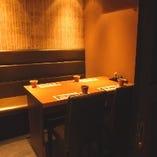 【全席完全個室】2名個室、可動式の壁で6名個室~12名個室にもなります。