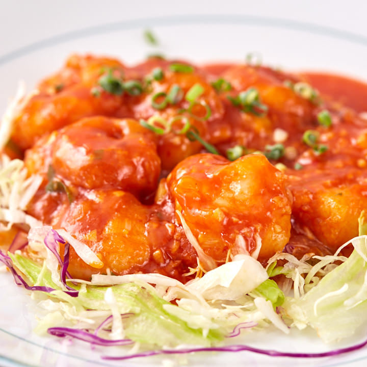 ランチで人気の定食メニューはディナーでも同じ価格で楽しめます