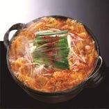 特製味噌ベースのやみつきになる甘辛鍋!辛さは選択可能です!