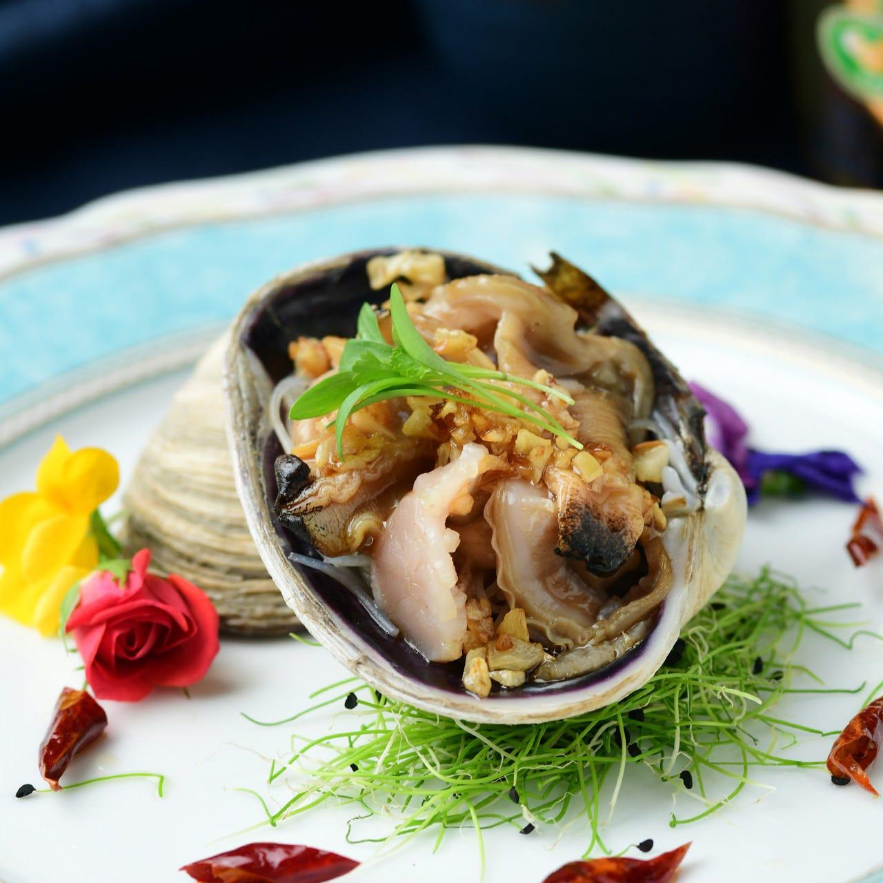伊勢海老など新鮮な海の幸をお好みの調理法でご用意いたします