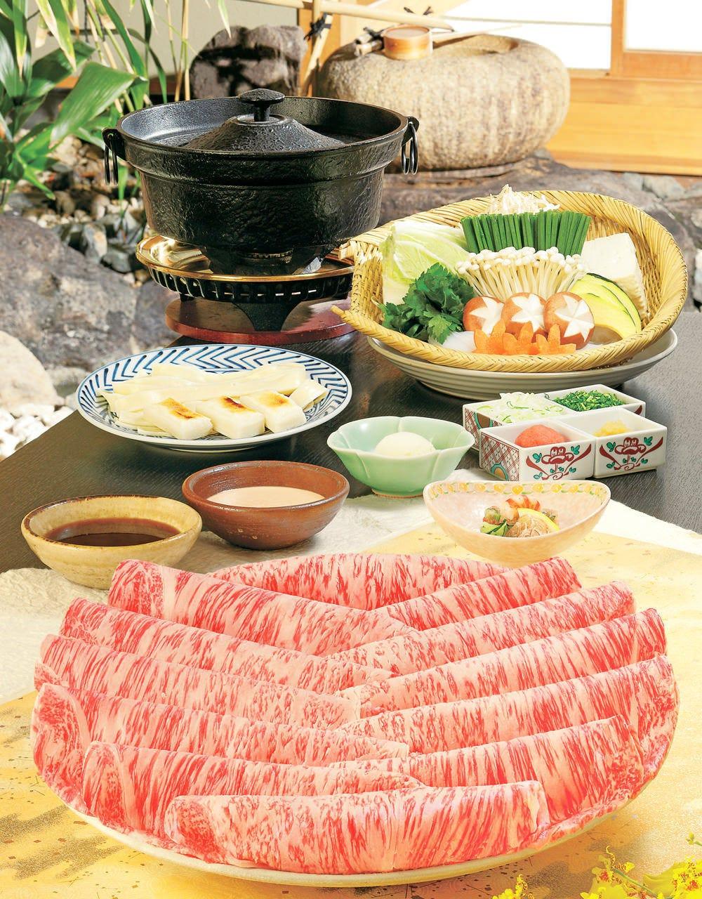 お昼のしゃぶしゃぶ/すき焼きはお値打ち価格でご提供いたします