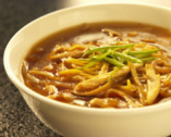 定番の酢と辛子入りの特製スーラータンメンは連日大人気の一品