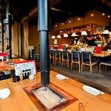 【囲炉裏】 焼肉のイメージで楽しむ地鶏は熱々ジューシーで美味