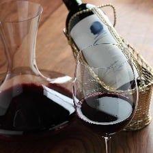 ソムリエによる優美なワインサーブを