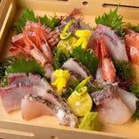 お刺身盛合せと日本酒の組み合わせは最高ですよね!?