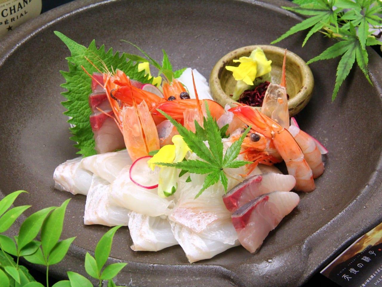 お造り…カルパッチョ…鮮魚も充実!