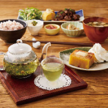 様々なお食事やお飲み物・スイーツのセットが可能です。