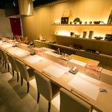 カウンター席【8名様まで】目の前で調理して揚げたてを提供。天ぷら専門店の特等席