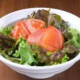 新鮮野菜を使った各種サラダ【各地】