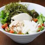 蒸し鶏と長芋と豆腐の一途サラダ