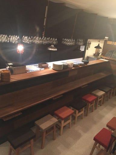 牡蠣とワインと魚と肉と。 武蔵新田にて  店内の画像