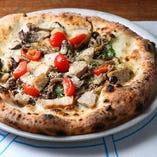 窯で焼く本格ピザがランチでも堪能できます♪
