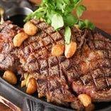 ガツ~ンとボリューム満点の1ポンド低脂肪牛のグリルステーキ