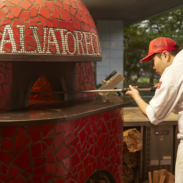 400度の窯で焼き上げる本格ピッツァ