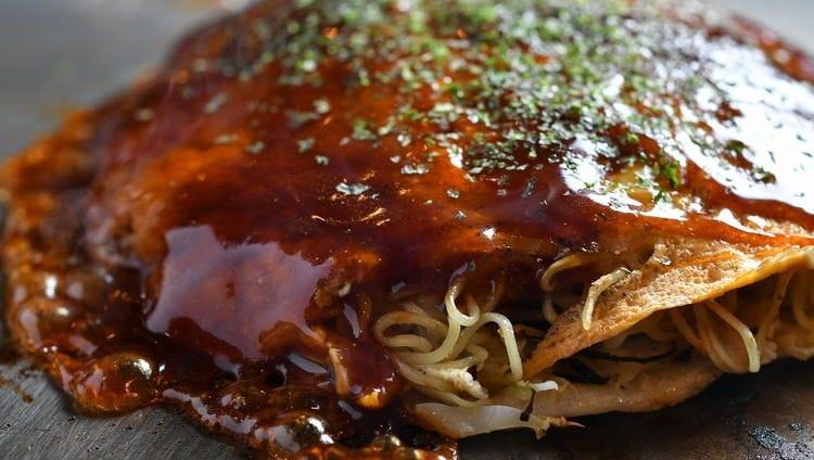 たっぷりの甘辛ソースと芳ばしい香りが◎『広島風お好み焼き』
