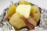 十勝産じゃがバターチーズ焼~塩辛をのせて~