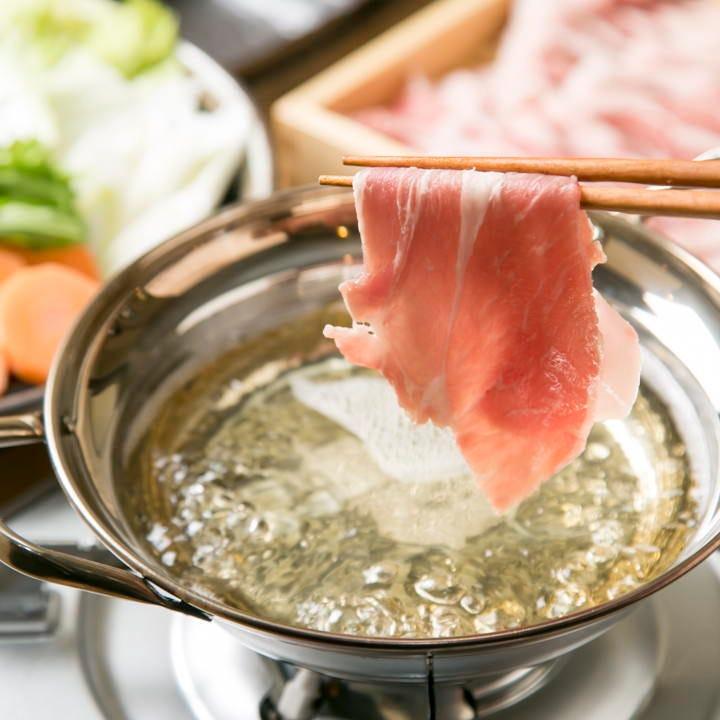 茶美豚の薄切り肉は脂が旨味スープに