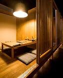 個室は和の雰囲気でゆったりと…。