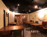 店内は、日本料理を目でも楽しめるよう明るめの照明を設定。