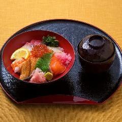 日替り海鮮丼(赤だし付き)