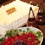 [結婚式二次会に◎] 主役自身でデコレーションするケーキが人気