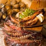 新瀬な海鮮・野菜などを豪快に炉ばたで焼き上げます!