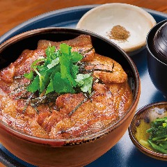 鹿児島県産黒豚炭火焼き丼