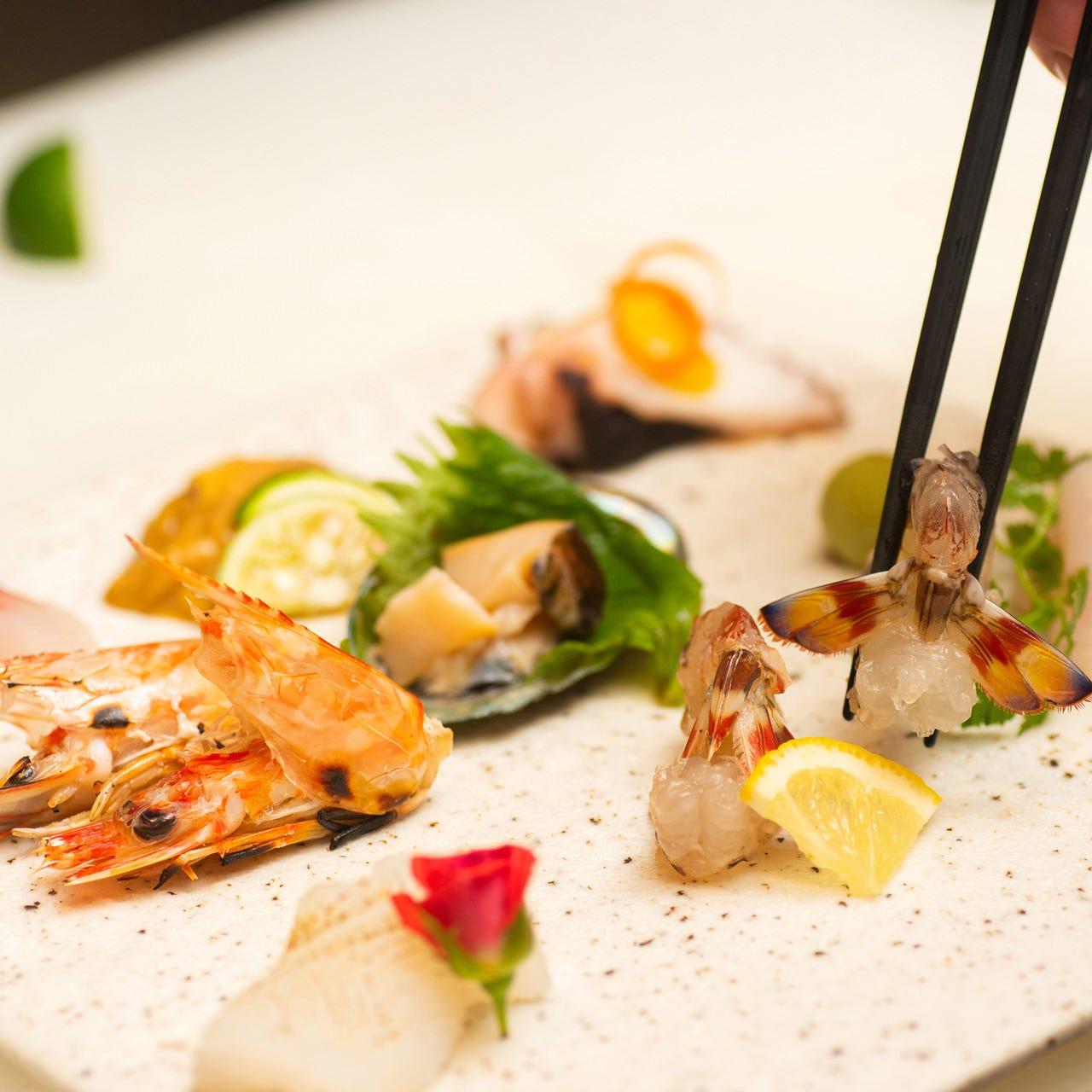 長崎・天草の漁港より活魚・鮮魚を調達。お造りも人数前でご用意