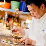 【シェフがいる】当店の料理は、ハワイアンメニューをはじめ、美味しい創作料理を、腕利きの料理人がご提供いたします!長年修行を重ねたシェフ自信のお料理をお楽しみください