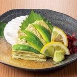 日本茶汲み上げ湯葉とアボカドの刺身