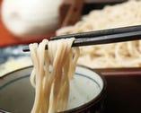 塩で食べる蕎麦もおすすめ。〆は特製の濃厚な蕎麦湯で。