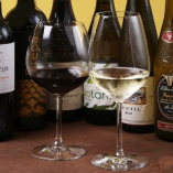 【Drink】インポーターが季節にあわせて厳選したワインを用意♪