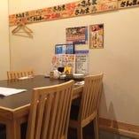 気軽に使用出来るテーブル席もございます。