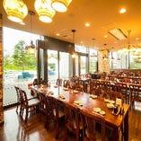 最大80名様まで貸切ができる広々空間!立食パーティーも対応可能。