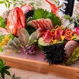 ハレの日にふさわしい「姿造り」を旬の鮮魚とともに盛り合わせで